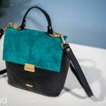 prezentarea geanta neagra de piele cu albastru